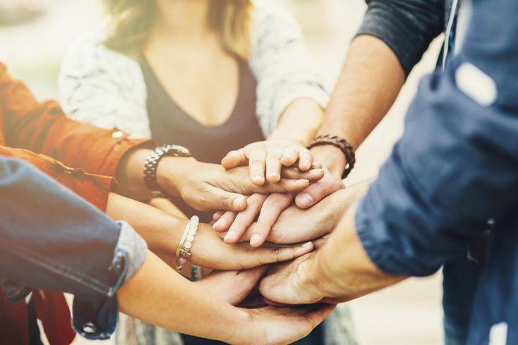 Sosiaalisuutta pidetään synnynnäisenä ominaisuutena. Se on joko temperamenttipiirre tai yksi ihmisen kolmesta hallitsevasta vaistosta, joita ovat itsesuojelu- vetovoima- ja sosiaalinen vaisto.