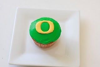 "Oregon Ducks ""O"" Cupcake tutorial. Go Ducks! @WesAnna Launius"