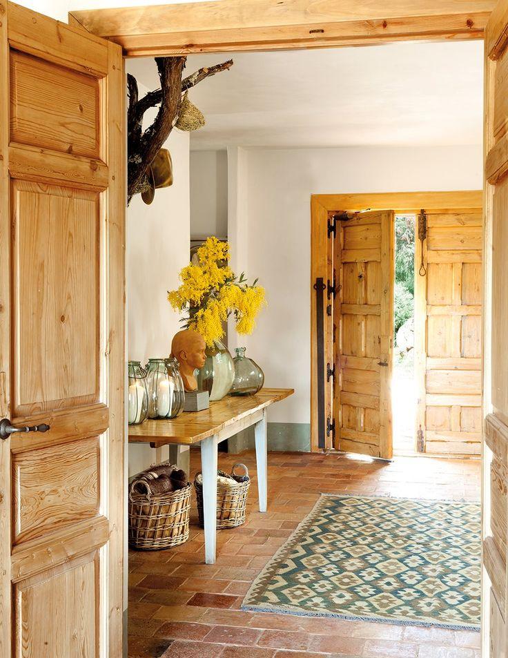 Una casa rural con materiales naturales