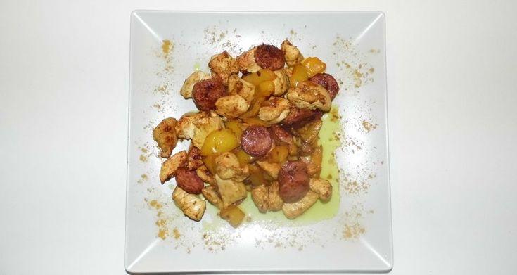Τηγανιά με κοτόπουλο και λουκάνικο