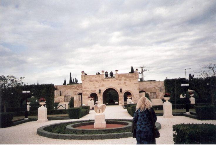 Baha'i Garden near Akko inside the entrance  photo mirjam Bruck-Cohen
