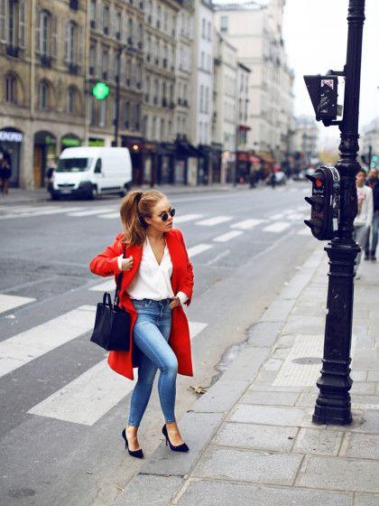 STYLIGHT Streetview: der Streetstyle des Tages. Heute mit rotem Mantel. Heute haben wir uns in das Styling der schwedischen Bloggerin Angelica Blick verliebt. Der rote Mantel macht aus einem unauffälligen Bluse-Jeans-Look ein Highlight-Outfit.