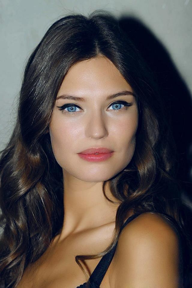 Bianca Balti Makeup <3
