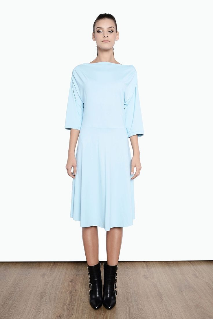 Klasyczna sukienka 1415/4 od Milita Nikonorov