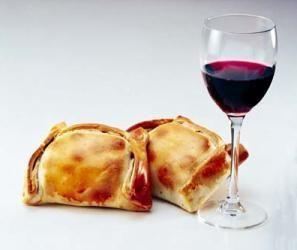 Empanadas y Vino Tinto