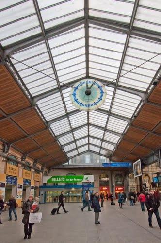 Verrière de la gare Paris-Saint-Lazare (Glass roof of Saint-Lazare train station)