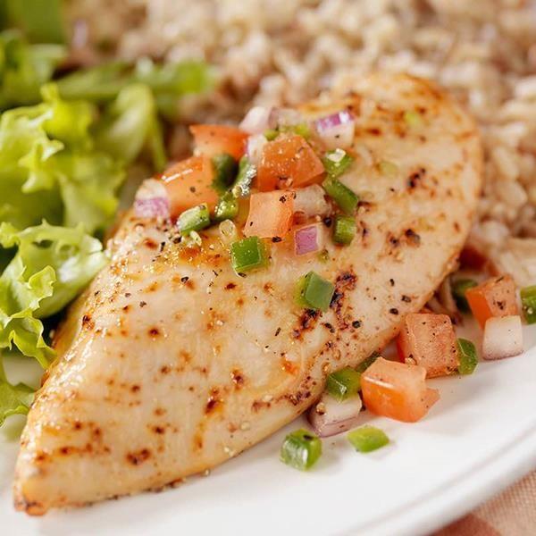 De délicieuses papillotes de poulet accompagnées d'une poêlée de courgettes ou de pois gourmands. Découvrez la recette avec Ducros.