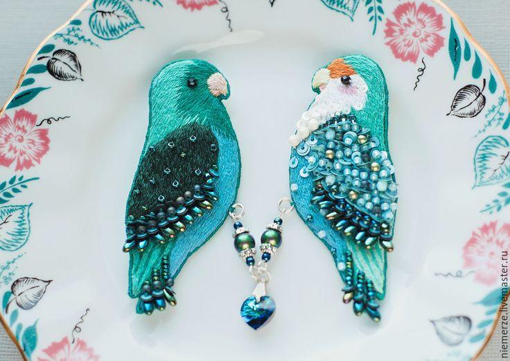 """Купить Парная вышитая брошь птички """"Влюбленные"""" - брошь птичка, вышитая брошь, украшение с птицей"""