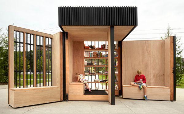 扉を開ければそこは隠れ家!折り畳み式の小さな図書館がかわいい   ガジェット通信