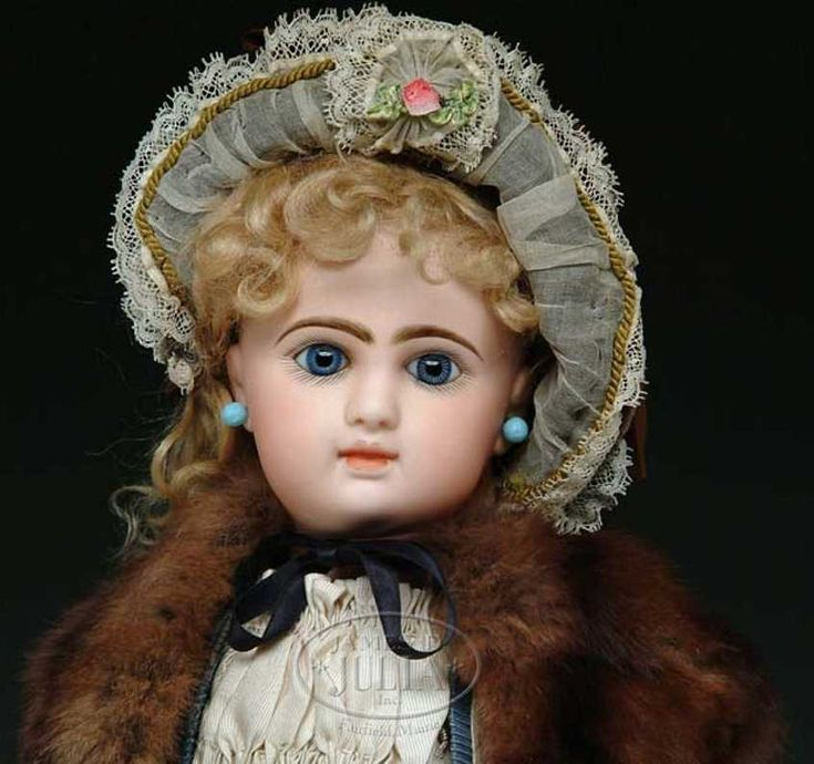Denamur Etienne Dolls Bebe doll, a fine French Bebe with blue paperweight eyes E6D
