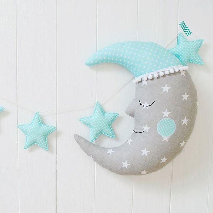 #moon #stars #garland #mint #kidsroom #roomdecor #homedecor #pillow #handmade #halfmoon #toy #star #dots #kids #sleepy #sleepyhead #jobuko #księżyc #rękodzieło #szycie #girlanda #zabawka #pokojdziecka #poduszka #gwiazdy #gwiazdki #miętowe #mięta #śpioch