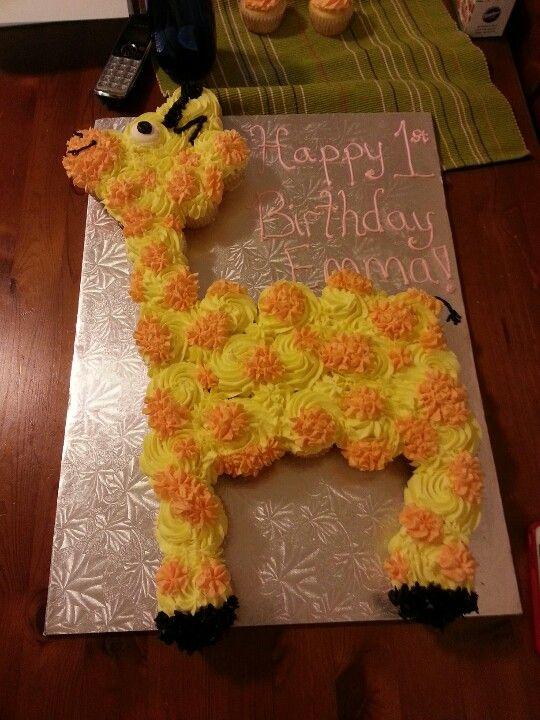 Cake Designs Made Out Of Cupcakes : Giraffe cupcake cake food Pinterest Cakes, So cute ...