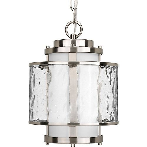 A contemporary interpretation of an antique nautical lantern, Bay Court features concentric glass cylinders in contrasting clear and frosted finishes. Durable finish passes 144 hour salt spray testing and 1400 hours UV testing.