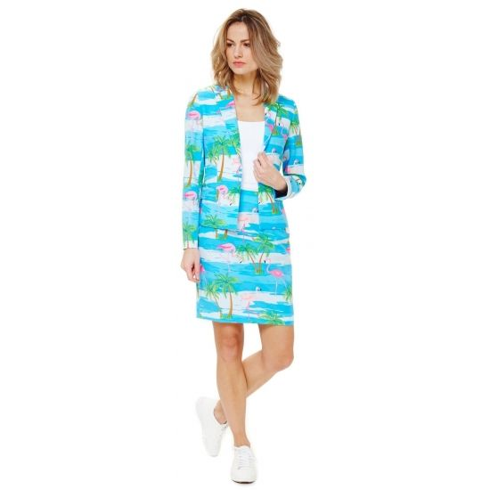 Getailleerd mantelpakje voor dames met een all-over flamingo print. Het mantelpakje bestaat uit een gevoerde blazer en een rok met elastiek in de taille voor een optimale pasvorm en een rits op de achterzijde. Zowel de blazer als rok hebben een split aan de achterzijde. Materiaal: 100% hoogwaardig polyester. Voor de echte zomer liefhebber.