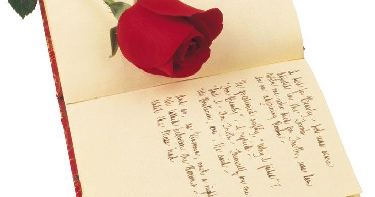 Cómo aprender a escribir poemas. Escribir poesía puede ayudarte a expresarte, liberando la frustración reprimida o regocijarte con las palabras. Hay muchas formas diferentes de poesía, pero cualquiera que sepa escribir puede aprender a escribir poesía. Este artículo te da algunos consejos para que tú también puedas aprender cómo escribir poesía.
