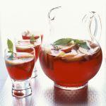 La sangria è una bevanda tipicamente spagnola che si può agevolmente riprodurre in casa. Con le ricette di Sale&Pepe scopri i modi migliori per prepararla.