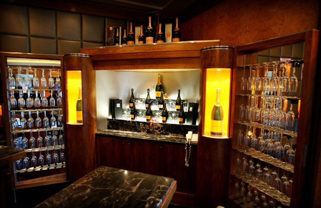 The Queen Mary 2 Veuve Clicquot Champagne Bar My