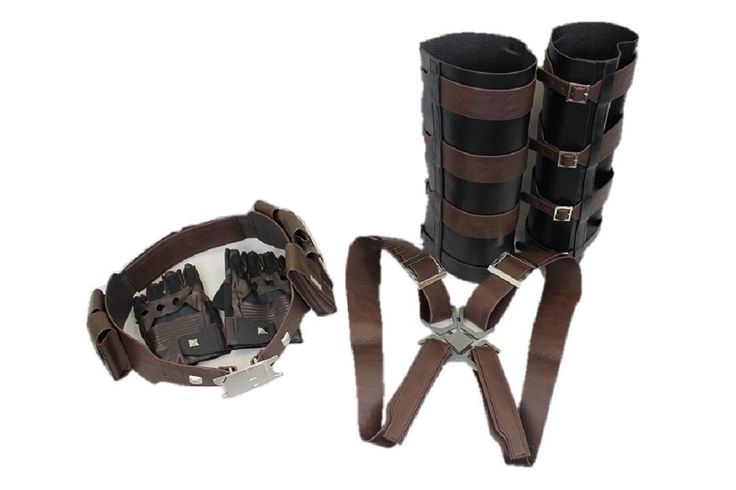 The Captain America also wears combat belts with functional pouches and guards for safety during hunting his enemies. You can add a finishing touch to your Captain America costume by donning this Velcro strap combat belt with the safety guards .