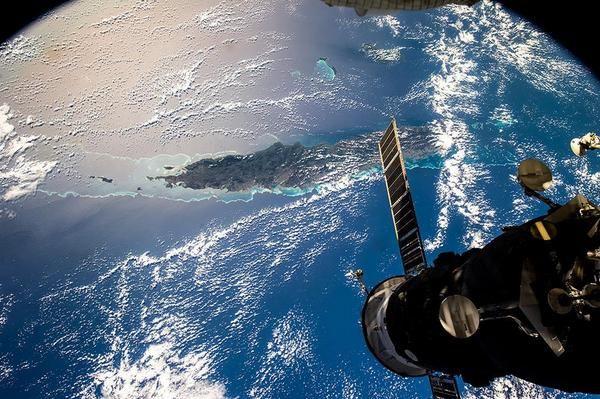 La #NouvelleCalédonie vue de la Station spatiale internationale #ISS /via @OlegMKS http://goo.gl/kE2wcx