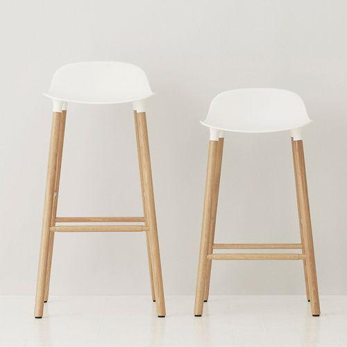 Normann Copenhagen - Form Barstool 65 cm - eiken onderstel