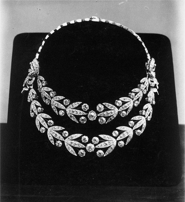 Royal Jewels of the World Message Board: Boucheron Laurel Necklace