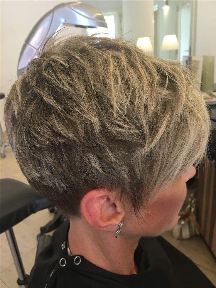 kort bruin haar met blonde highlights