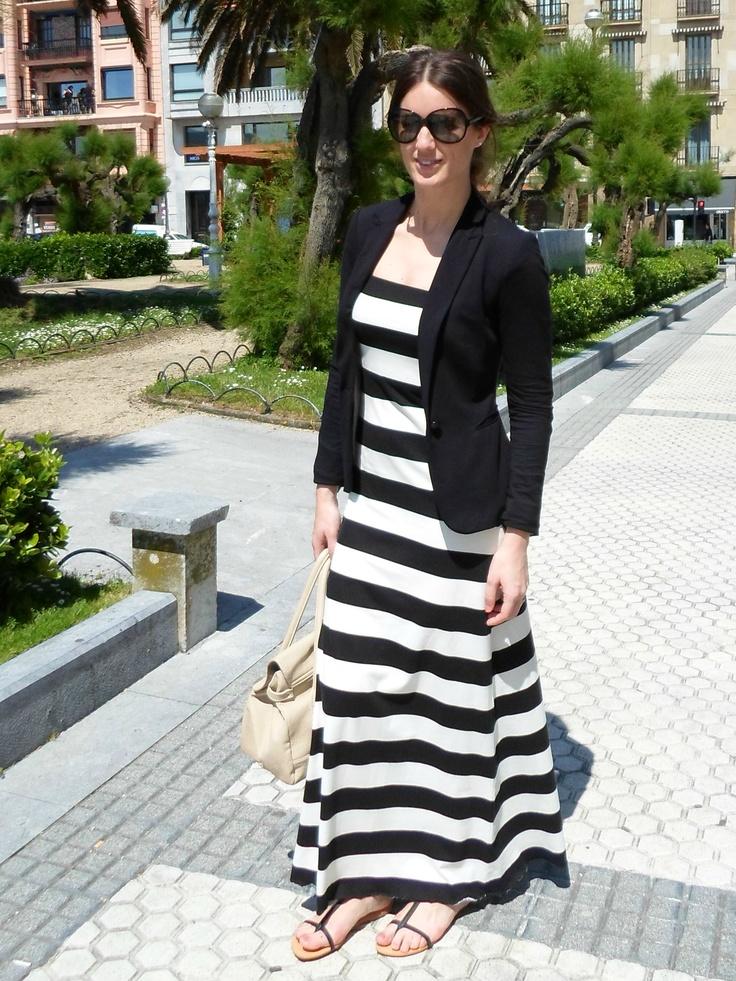 Tendencia Black & White y un vestido largo para una jornada de trabajo. Tú Blog de Moda, Con Mucho Gusto:http://lookandfashion.hola.com/conmuchogusto/20130613/personal-shopper-vestido-largo-de-dia/