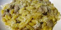 pasta con crema di cipolle e salsiccia