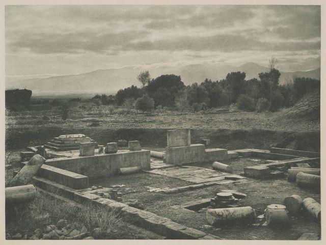 Ο ναός του Απόλλωνα στη Γόρτυνα. Temple d'Apollon à Gortyne. 1919   BAUD-BOVY, Daniel, BOISSONNAS, Frédéric. Des Cyclades en Crète au gré du vent, Γενεύη, Boissonnas & Co, 1919.Βιβλιοθήκη Ιδρύματος Αικατερίνης Λασκαρίδη