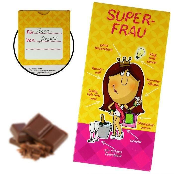 Klug, lustig, lieb und nett und noch ein echtes Partybiest - erinnert es dich an jemanden? Wenn du eine Superfrau kennst, haben wir eine tolle und lustige Geschenkidee für dich parat! Mit der Schweizer Super-Frau Milchschokolade kannst du jede Superheldin im Alltag schwach machen!