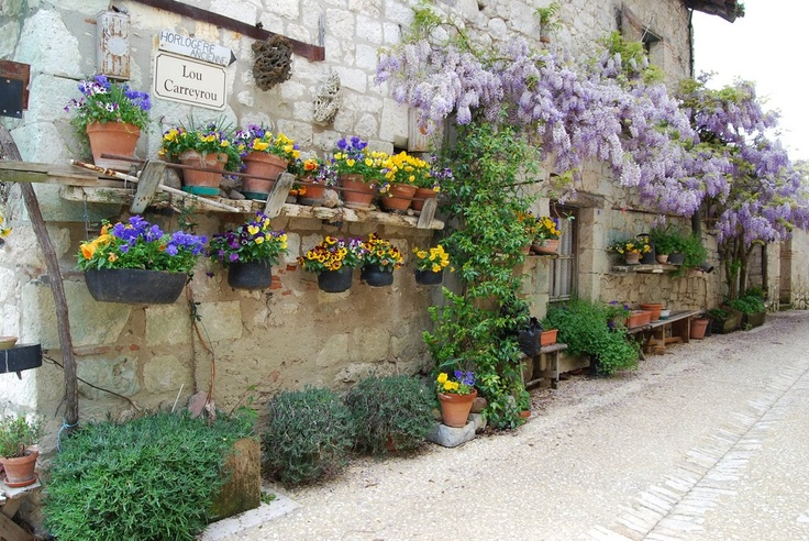 lovely: Gardens Ideas, Fabulous French, The Provence, Rustic Wall, Favorite Places, Fabulous Wall, Gardens Landscape, Gardens Parties, Wall Gardens