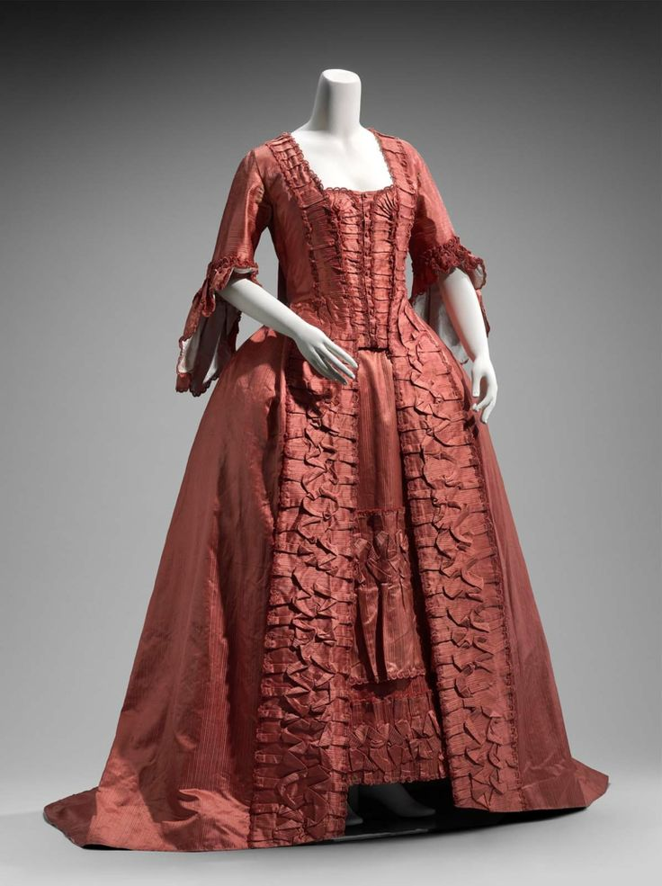 Robe à la française, French, 1760s. Silk satin weave with weft patterning floats (faconee); silk plain weave with discontinous patterning wefts (taffeta); silk plain weave; linen plain weave. ACCESSION NUMBER 2010.589.1-2