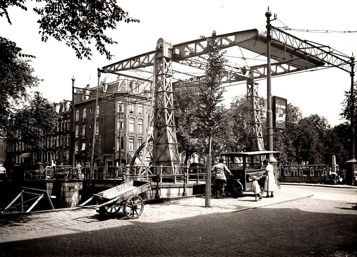 1936. A view of the Jacob van Lennepkade with the Jean Dulieubrug bridge in  Amsterdam-West. On the left the Jan Pieter Heijestraat. The Jacob van Lennepkade is a canal that connects the Singelgracht with the Kostverlorenvaart. The Da Costagracht and the Bilderdijkgracht run on the north-side into Jacob van Lennekade. The Jacob van Lennepkade was constructed in 1886. Photo Stadsarchief Amsterdam. #amsterdam #1936 #JacobvanLennepkade