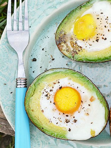 """Baked egg in an avocado cup : With no sodium or added ingredients, nosh on this high-protein snack to stay satisfied for less than 200 calories. """"The combination of choline in the egg yolk and fiber from the avocado, both of which aid in weight loss, is ideal,"""" says Shapiro."""