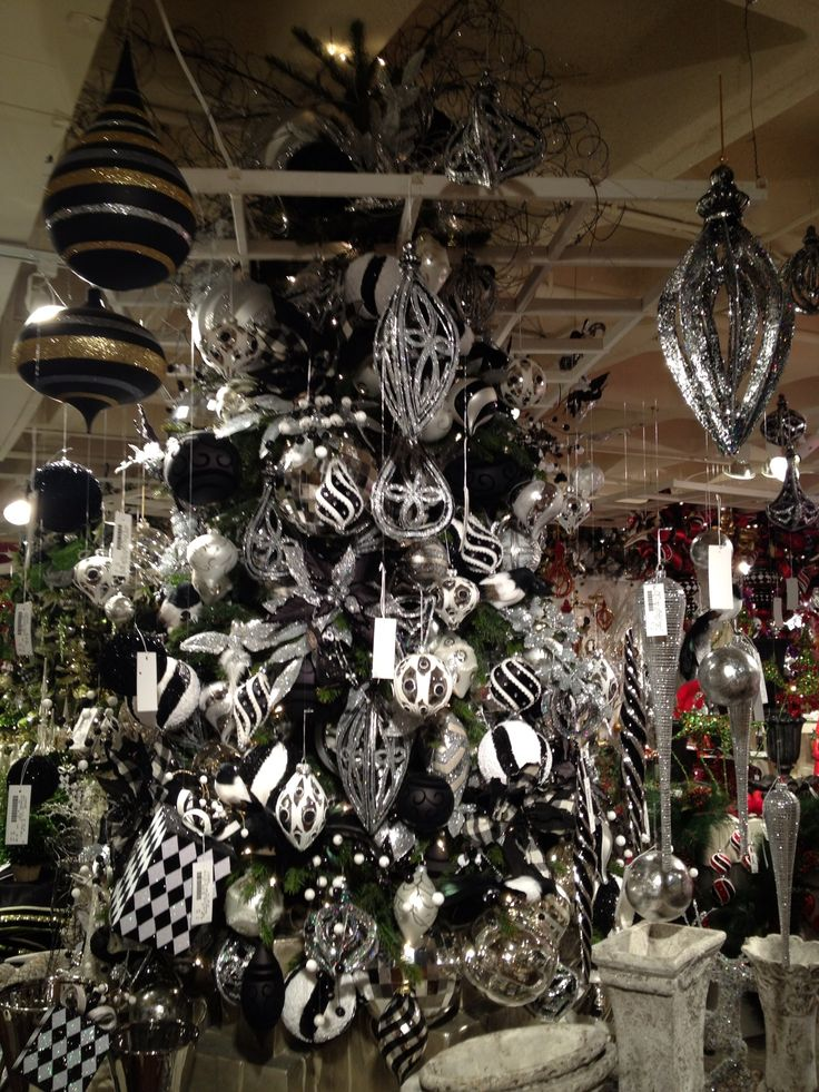 Black and white Christmas decor: