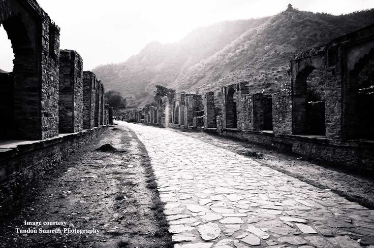 Spoookyy - Bhangarh - a haunted place in India to visit. An enjoyable off beat place to go for a photography trip as well
