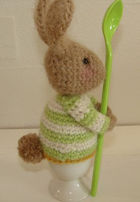 filihunkat: Bunny warms your egg. Free pattern