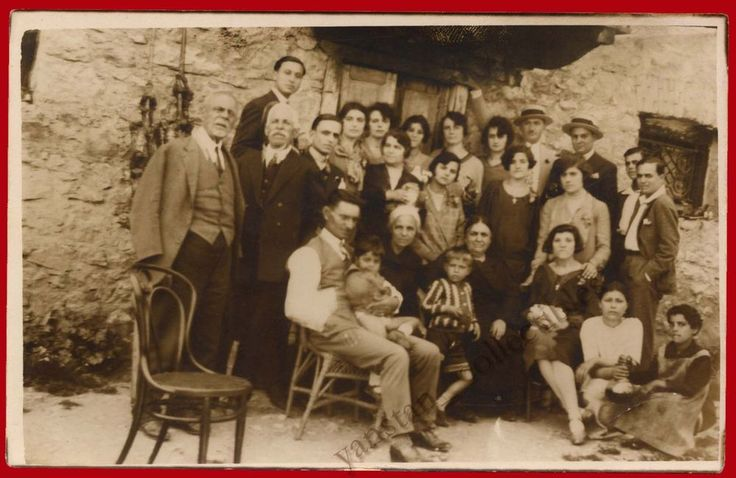 ##20705 Greece 1920s. Large family. Photo PC size