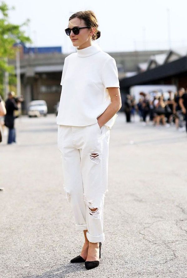 white destroyed jeans whtie turtleneck blouse black shoes street style