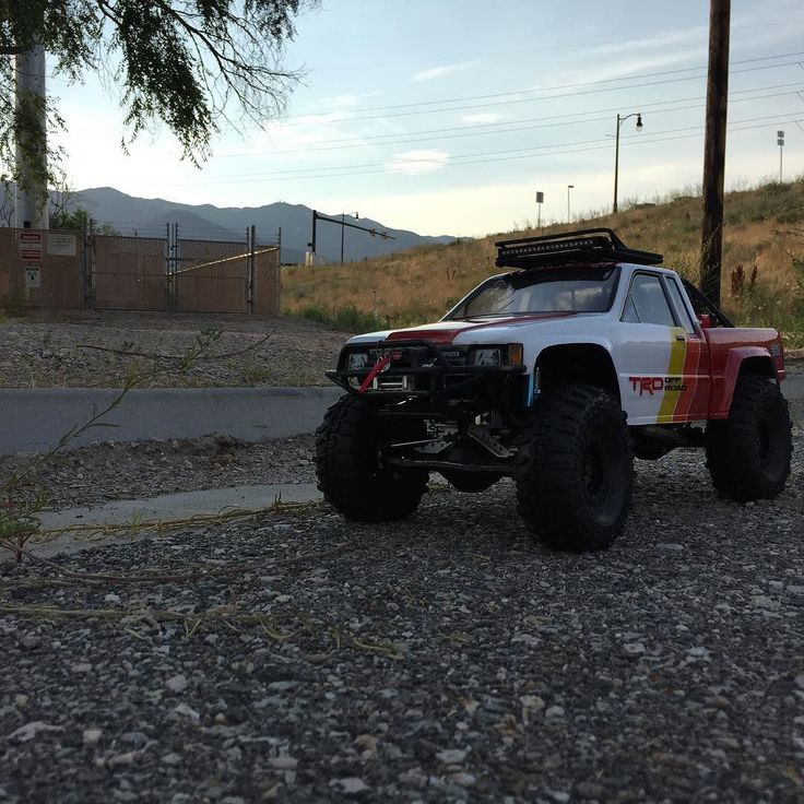 Here she iswas going to run my prerunner bumper and light bar but after a few minutes of making sure the lights were aimed right the @teamassociatedrc light bar started smoking so ripped that off and sticking with the @prolineracing led's. . . #KrawlZoneRC #rc4wd #axial #axialracing #axialadventures #axial #rc #rcscale #kingofthehammers #vanquishproducts #methodracewheels #rigidindustries #darkmtnphoto #offroad #offroadracing #poisonspyder #4x4 #rockracer #crawler #caseycurrie #atees…