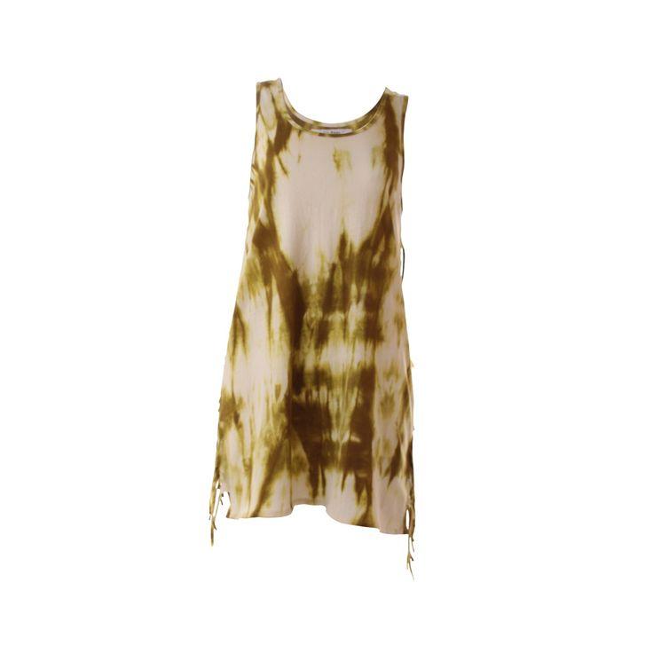 vestido batik con flecos, Vania Milena, $35.000. Polera teñida shibori colores beige y verde con flecos a los costados....
