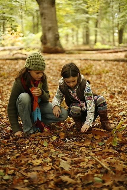 Op zoek naar de schatten van de natuur!Alle kinderen in Nederland hebben recht op de natuur. Daarom is er nu OERRR van Natuurmonumenten. Helemaal gratis. Met hulp van uitdagende kaarten van OERRR laten we kinderen de natuur ontdekken. Lekker buiten spelen, fantaseren, klimmen, klauteren en knutselen. Daar worden kinderen blij van.