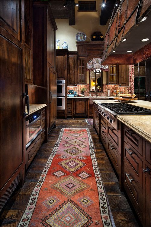 Austin Hacienda, TX. Chas Architects. Love the southwest rug in this #kitchen