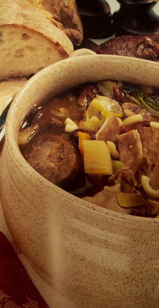 No dia da vindima preparei uma grande tacho de sopa da pedra. É um prato que gosto muito e sempre o comia em algum restaurante de Almeirim....