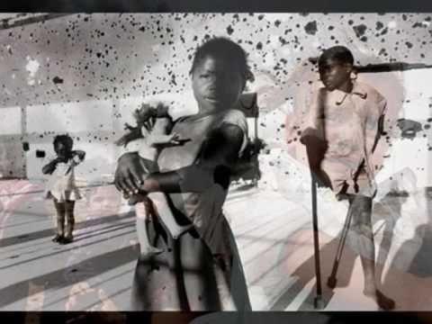 Ένα υπέροχο τραγούδι από την παιδική χορωδία του Δημήτρη Τυπάλδου αφιερωμένο στα απορημένα βλέμματα των παιδιών από την Βοσνία.(1995). Μουσική: Νότης Μαυρουδ...