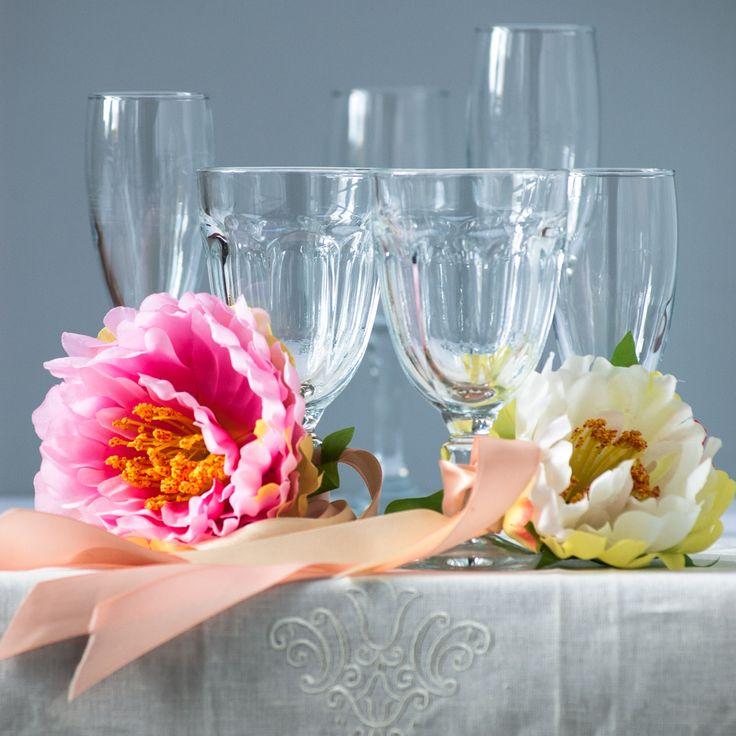 «FloraViola» продолжает тему «Свадебного декора» - чувственные пионы, как альтернатива традиционным розам!  Фото и стиль Лиза Эшва. Пионы искусственные, ленты «FloraViola». #FloraViola #flowers #decoration #идеядекора #оформлениемероприятий #оформлениеискусственнымицветами #пионискусственный #оформитьсвадьбу #свадебныйдекор #красиваясвадьба #выезднаярегистрация #оформлениепрезентаций #стильныйдекор #искусственныецветыдляинтерьера #цветыдлядекораоптом #оформитьпраздник #искусственныецветы…