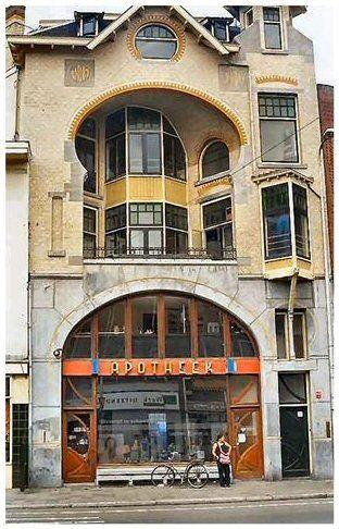 JUGENDSTIL UTRECHT, j  en dat was  de vaste apotheek die we bezochten.aan de Voorstraat.