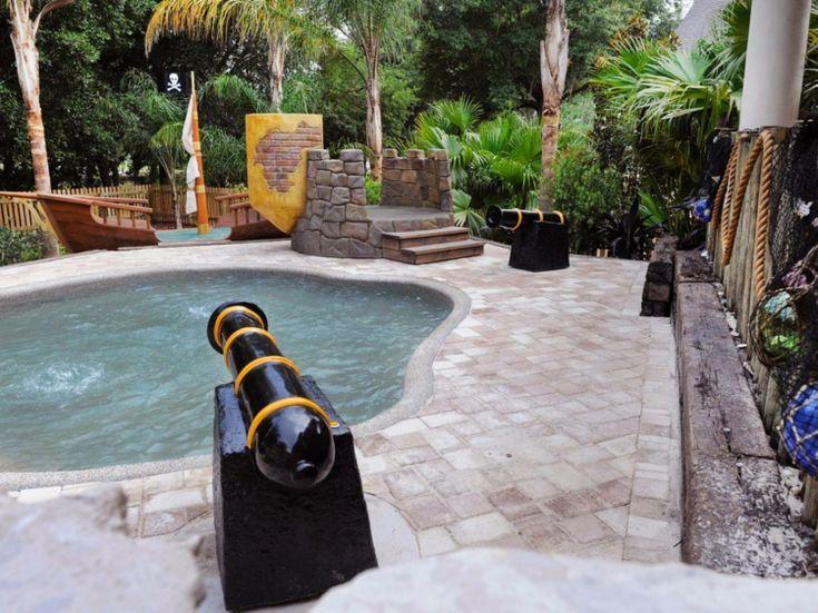 Kleiner Pool mit Kunststoff-Becken und Gegenströmungssystem