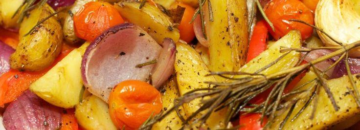 Gegrilde aardappels en groente