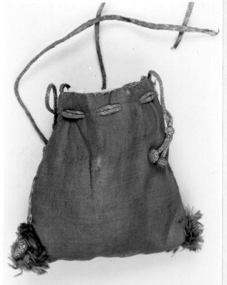 BALaT KIK-IRPA. Relic purse, 1301-1500. Taffeta?